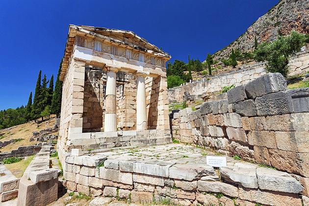 ديلفي.. موقع العبادة الأكثر شهرة في اليونان  يلا بوك