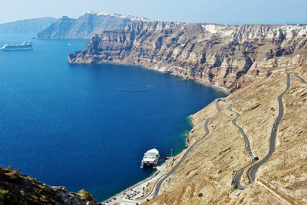 [صورة مرفقة: greece-santorini-caldera-cliff-wall%20%20%20%203.jpg]
