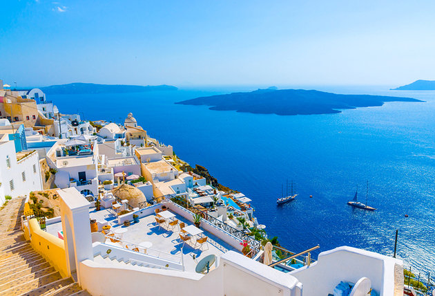 [صورة مرفقة: greece-santorini-fira-view-out-to-sea%201.jpg]