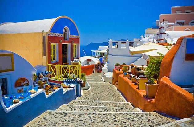 [صورة مرفقة: greece-santorini-oia-walkway%20%202.jpg]