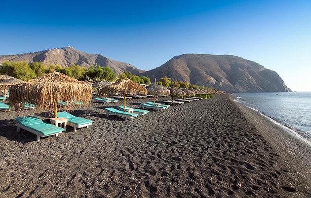 [صورة مرفقة: greece-santorini-perissa-beach%20%20%20%20%20%2010.jpg]