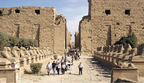 معبد الكرنك.. سافر في رحلة زمنية غلى عصر الفراعنة | يلا بوك