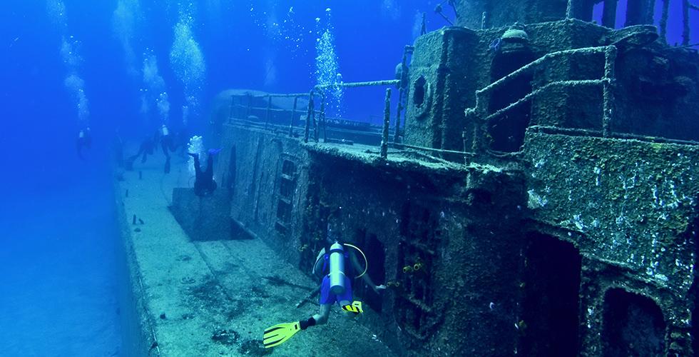 غواصی در لاشه کشتی ها