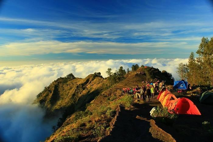 قمة جبلية في إندونيسيا بعد جبل كرينيسي في سومطرة، ويتبع
