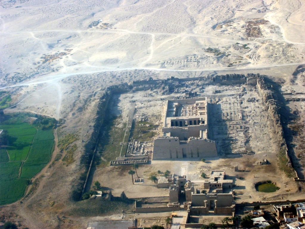 Luxor Yallabook